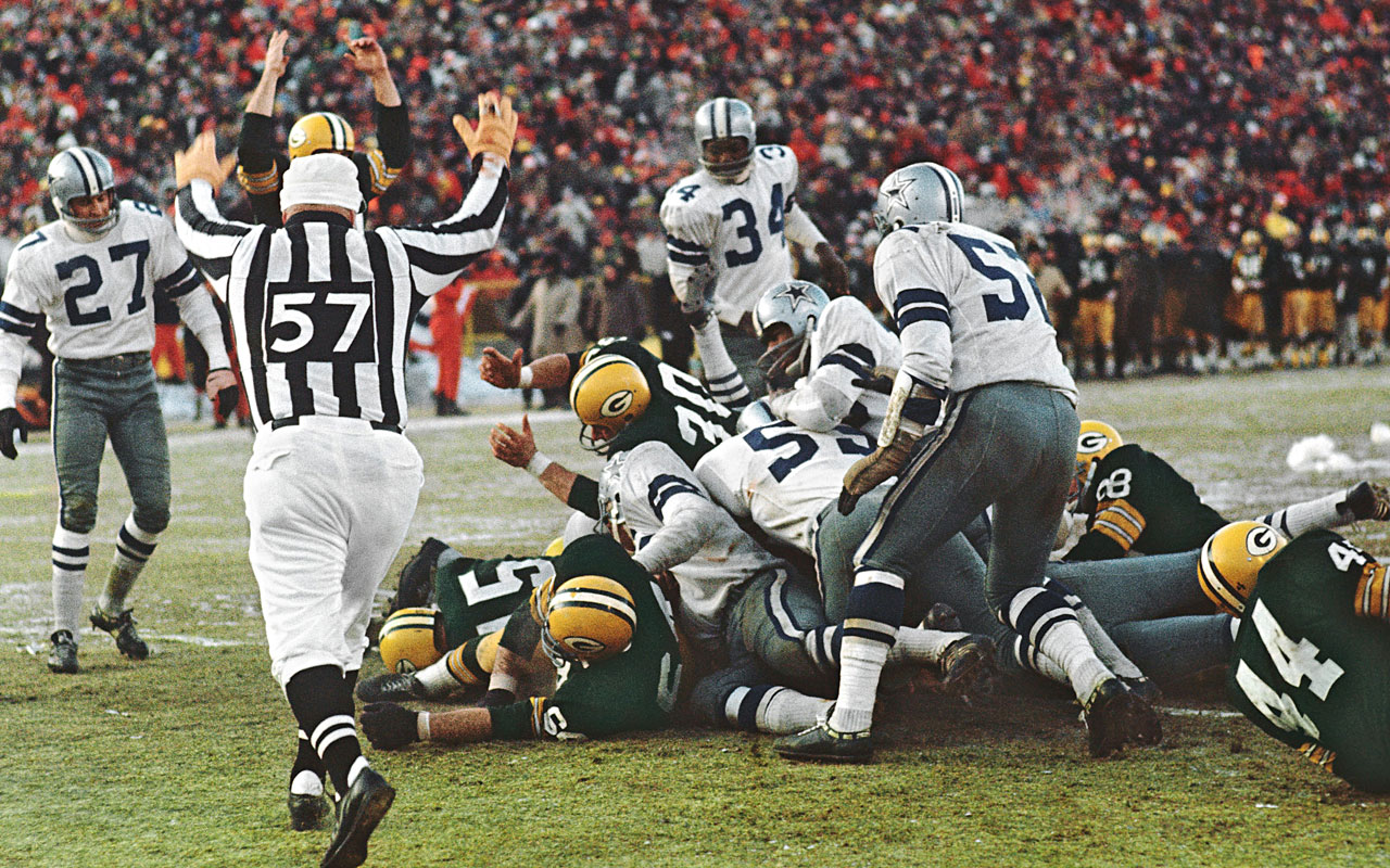 Bart Starr scores with 16 seconds remaining 31 December 1967